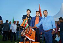 Santokhi prijkt als ware held op het Haagse Zuiderpark