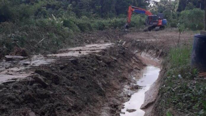 Commissariaat Saramacca werkt aan structurele oplossing wegverbinding Maho