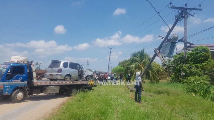Rover ramt auto tegen elektriciteitsmast bij vluchtpoging