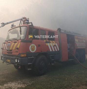 VIDEO: Brandweer rukt uit voor bosbrand in Coronie