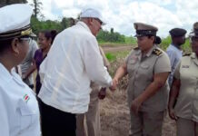 President Bouterse brengt werkbezoek aan Apoera