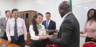 Chinezen gaan dorpen in binnenland Suriname van elektriciteit voorzien