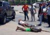 VIDEO: Politie houdt vluchtende verdachten aan in Suriname