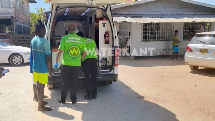 Winkelier lost schot met vuurwapen nadat 15-jarige hem met mes bedreigde