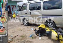 Scooterrijder naar ziekenhuis na botsing met bestelbusje
