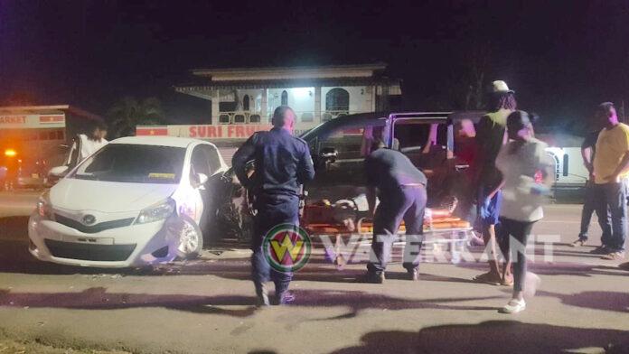 Zwangere vrouw met ambulance afgevoerd na aanrijding Commewijne