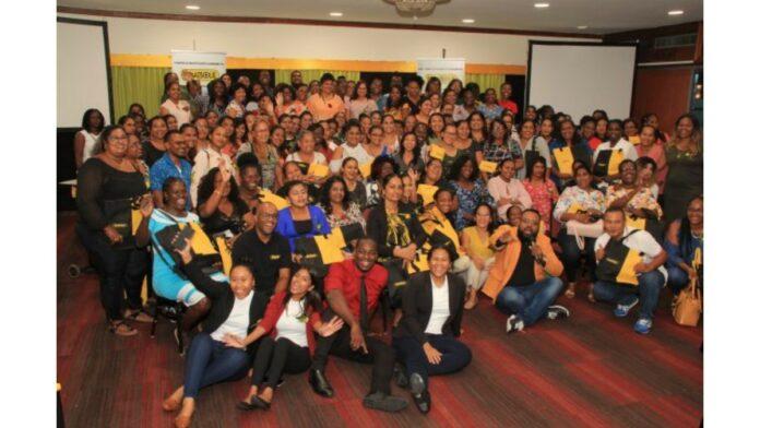 Staatsolie motiveert leerkrachten van Tout Lui Faut en omgeving