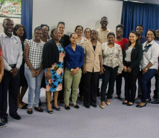 Surinamers naar China voor speciale diplomaten training