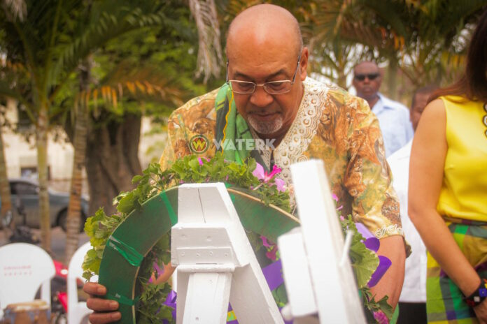 President Bouterse staat stil bij Dag der Marrons in Suriname