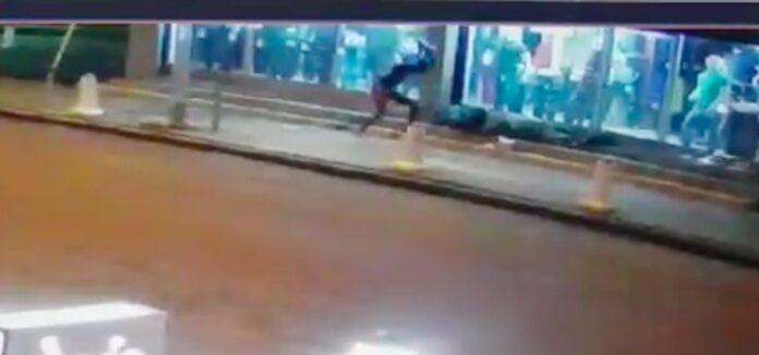 VIDEO: Dader die dakloze man doodsloeg gefilmd