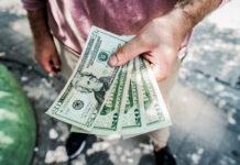 Onduidelijkheid over herkomst van US dollars die voor 8 SRD verkocht worden