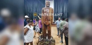 Onthulling van 3,5 meter hoog houten beeld van president Bouterse