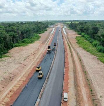 VIDEO: Nieuwe Highway in Suriname krijgt tweede asfaltlaag
