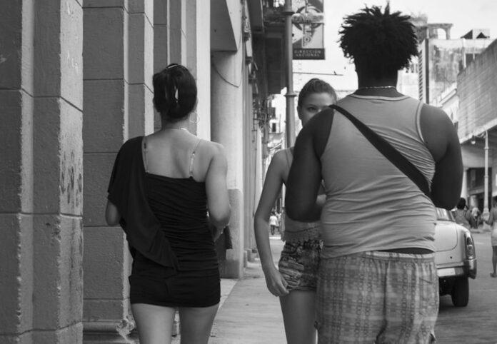 Aangehouden straatrovers gebruikten vrouwen als lokaas
