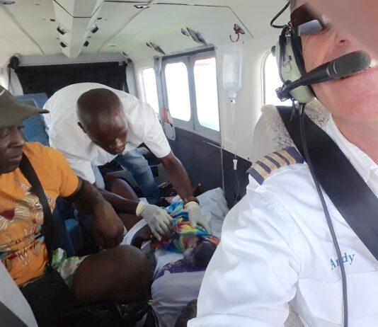 Vrouw in vliegtuig bevallen in Suriname