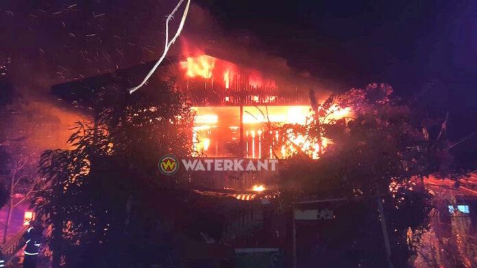 Bewoners lieten in paniek 104-jarige man achter in brandende woning Suriname
