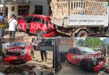 Auto knalt tegen schutting en vrachtauto na aanrijding