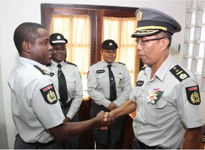 Negen nieuwe commissarissen bevorderd bij Korps Politie Suriname