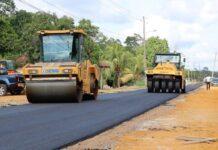 Asfalteringswerkzaamheden aan Tawajaripolderweg in volle gang
