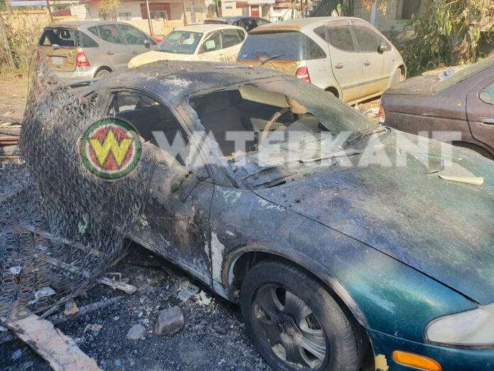Voertuigen verwoest bij woningbrand aan de Kwattaweg