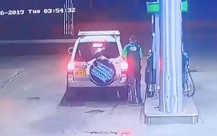 VIDEO: Man tankt voor 30 srd en rijdt weg zonder te betalen