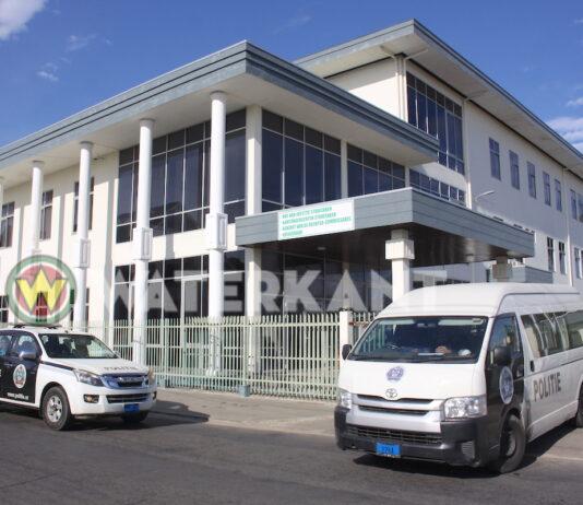 Het gerechtsgebouw aan de Mgr. Wulfinghstraat in Suriname.