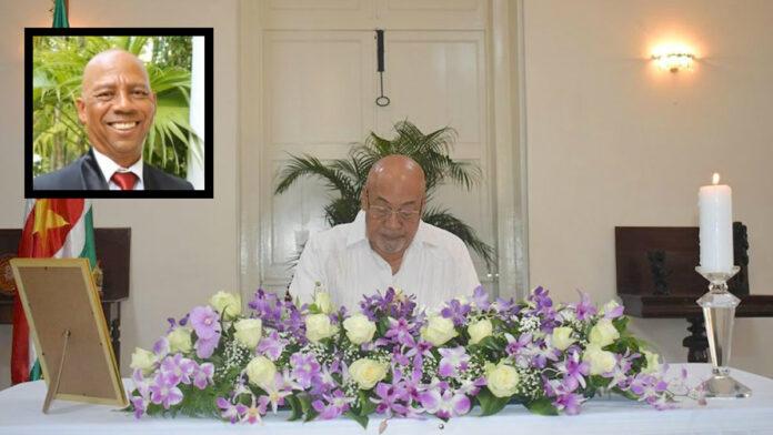 Oud-minister Winston Lackin vandaag met staatseer begraven