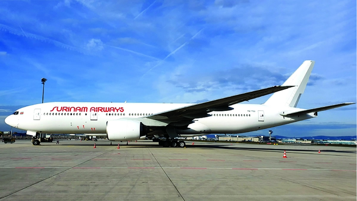 Resultado de imagen para Surinam Airways Boeing 777-200