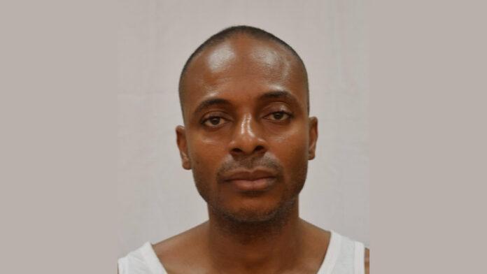 Surinaamse politie zoekt Nigeriaanse man wegens diefstal en oplichting