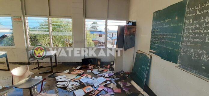 Brand in klaslokalen op school in Suriname