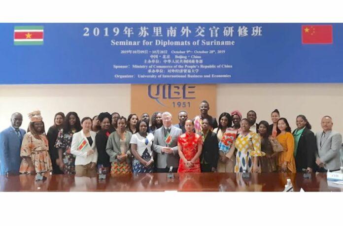 Surinamers naar speciaal Seminar voor diplomaten in China