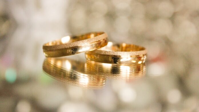 Medewerkster juwelierszaak steelt grote partij waardevolle sieraden