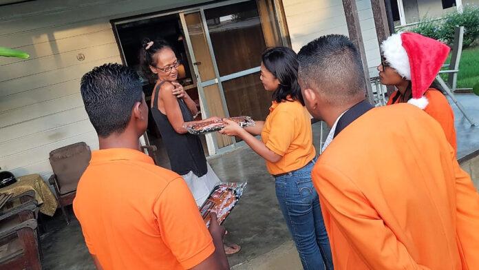 'VHP jongeren Commewijne verspreiden liefde op kerst'