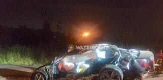 Lexus slaat meerdere keren over de kop en raakt zwaar beschadigd