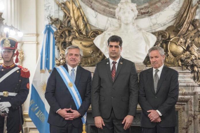Adhin namens Suriname bij beëdiging nieuwe president van Argentinië