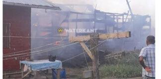 Houten woning volledig afgebrand in Suriname