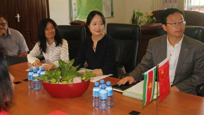 Minister Parmessar en Chinese ambassadeur bespreken landbouwovereenkomsten
