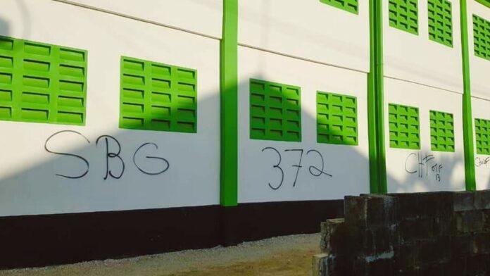 Pas in gebruik genomen nieuwe gymzaal Ritfeldschool beklad