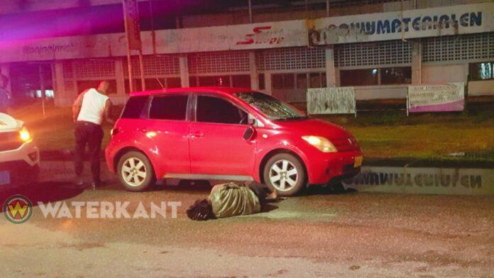 Zwerver bij oversteken Martin Luther Kingweg geschept door auto