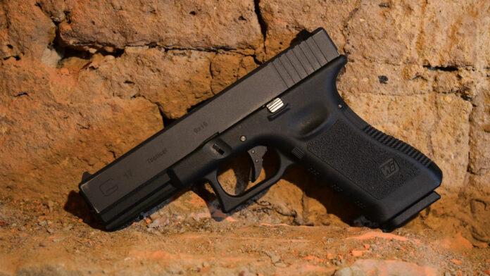 Man (22) trekt wapen en schiet bij ingang feest na ruzie met beveiliger