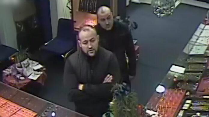 VIDEO: Politie toont overvallers Hindoestaanse juwelier in Den Haag
