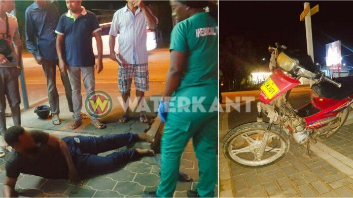 Bromfietser en bijrijder gewond bij aanrijding aan de Indira Gandhiweg