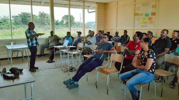 Kennisuitwisselintussen landbouwvoorlichters en boeren in Nickerie