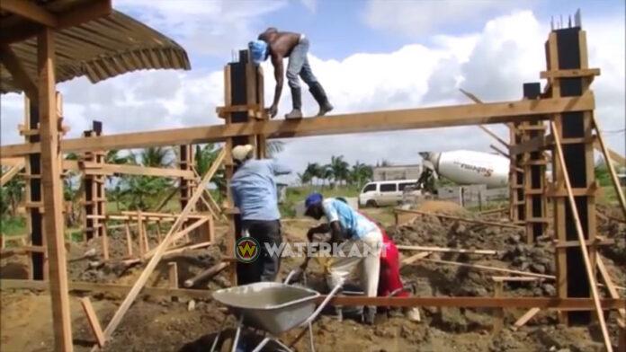 Bouwen in Suriname duurder, prijs cement en stenen schiet omhoog