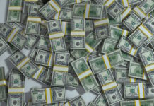 Meer dan 1 miljoen USD in auto aangetroffen, drie mannen vast