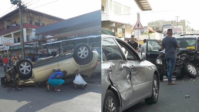 Meerdere auto's beschadigd bij zware aanrijding in Paramaribo