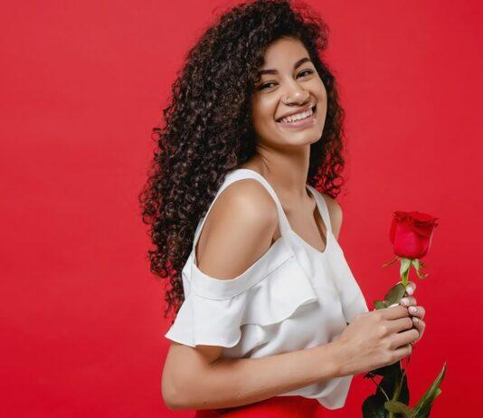 Verstuur een romantische roos naar jouw lobiwang in Su via PakketjeSuriname.nl