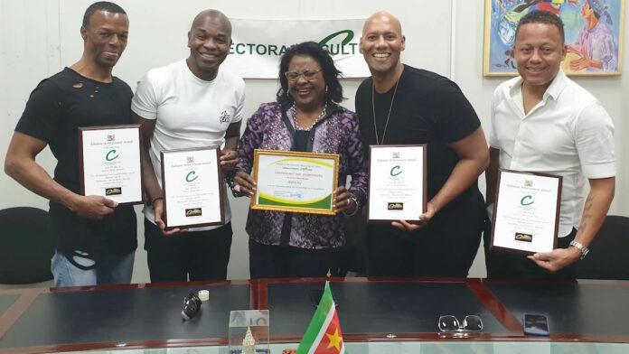 Re-Play ontvangt Lifetime Achievement Award in Suriname
