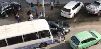 VIDEO: Verkeersruzie in Suriname beslecht met harde klap