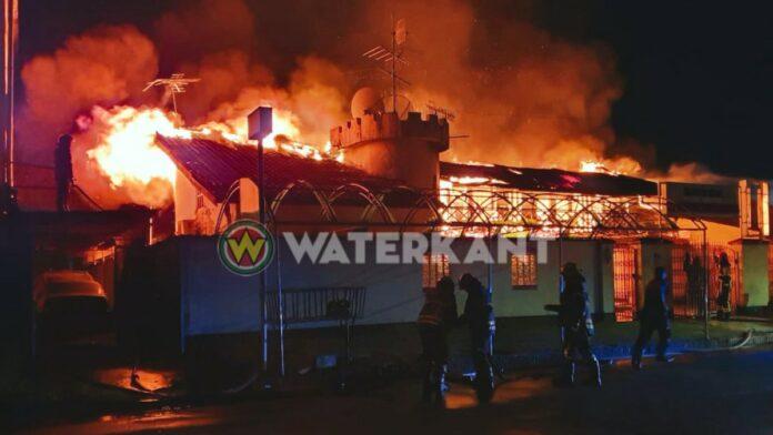 Hotel in brand gevlogen te Paramaribo-Noord-Suriname